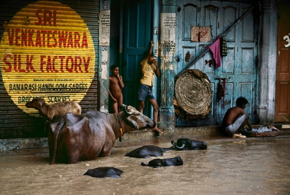 01069_03, Monsoons, India, 1983, INDIA-10659NF. Children stand in a doorway above a flooded street. MAX PRINT SIZE: 40x60 India_Book retouched_Sonny Fabbri 02/25/2015